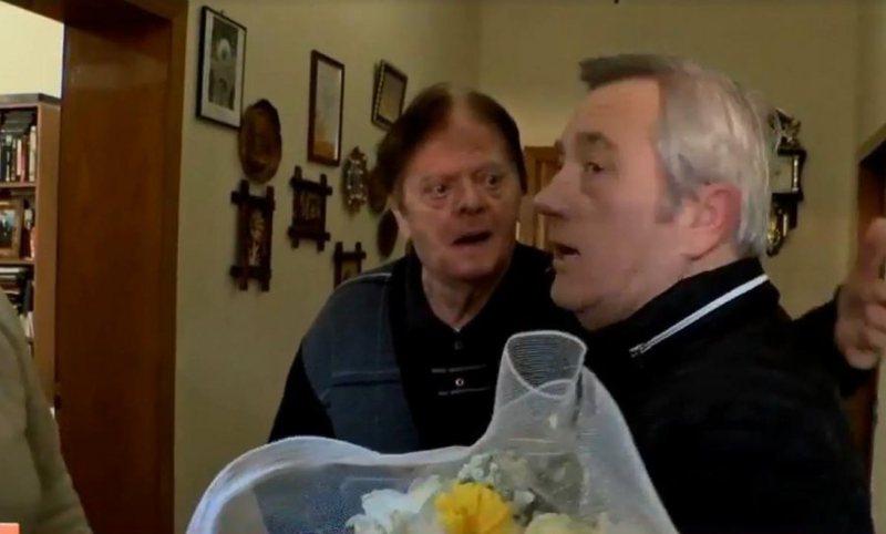 Humoristi Gëzim Kruja festoi 80-vjetorin, Zef Deda e uron në