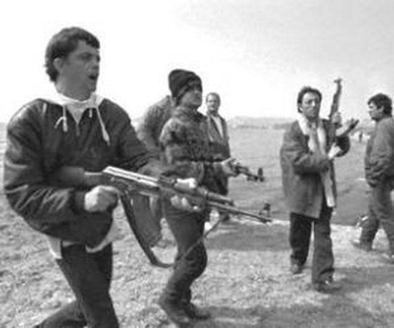 Maskara e Përmetit dhe 6 bandat e marsit 1997
