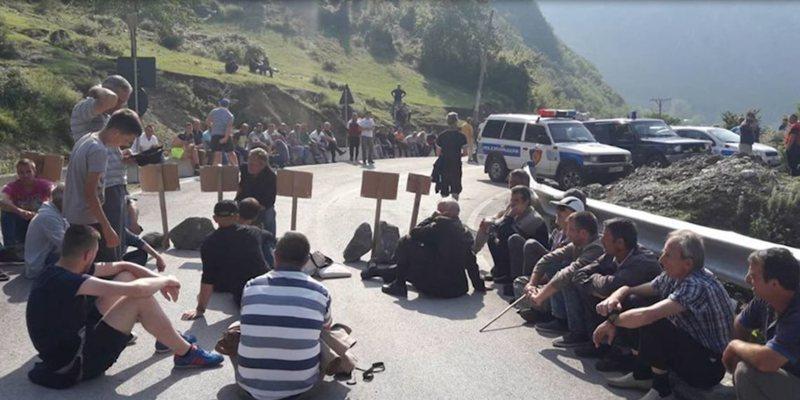 Protestë kundër HEC-eve në Vlorë, banorët: Jetojmë