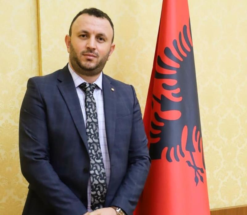 Arlind Çaçani: Mazhoranca po heziton të shkarkojë