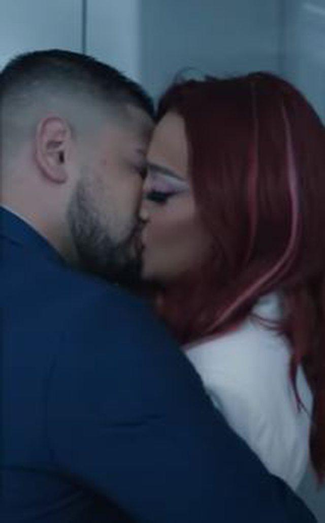Surprizon Melisa, puthje pasionante me Andin në videoklipin e ri (Fotot)