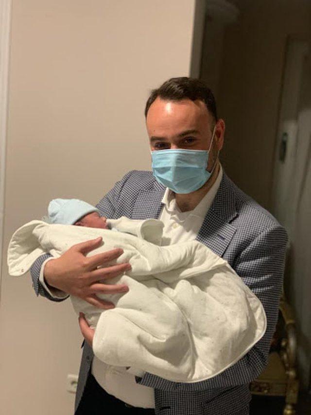 U bë baba për herë të parë, ish-deputeti i PD-së
