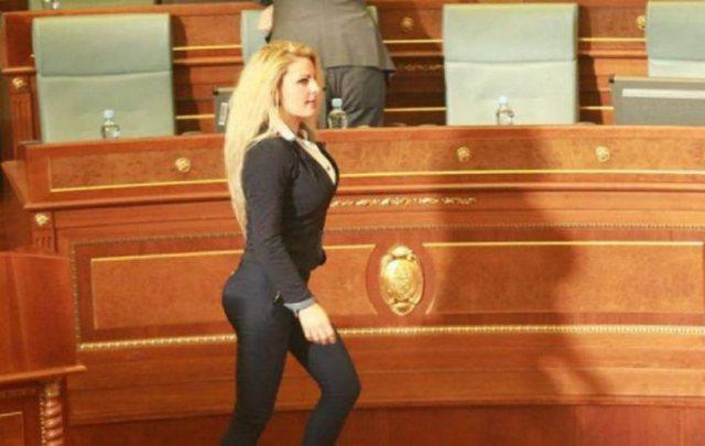 A flirtojnë politikanët me ju? Deputetja shqiptare më seksi flet