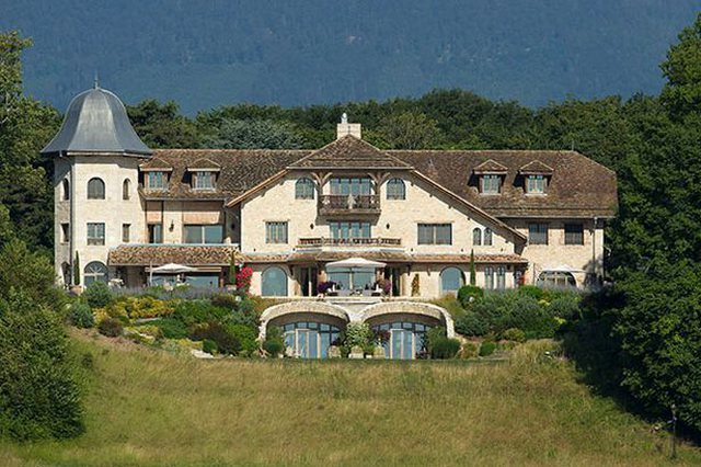 Schumacher at the mercy of fate, his wife sells their mansion, dizzying sums