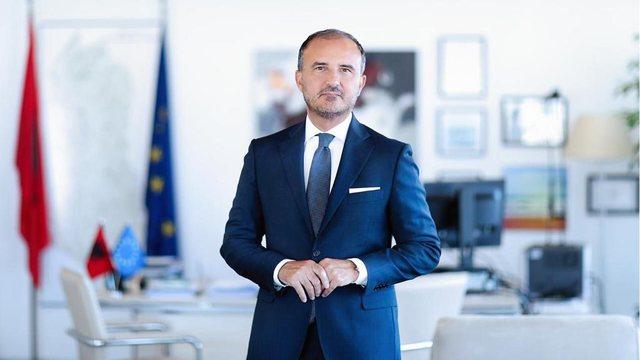Ambasadori Luigi Soreca i lë të gjithë pa fjalë, ia merr