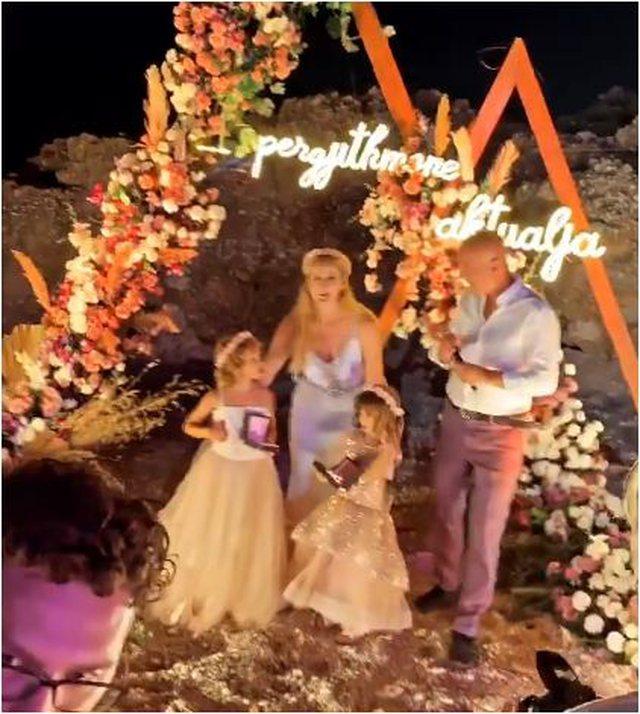 Gruaja ia bën '8 me 2' Salsano Rrapit, i organizon dasmën