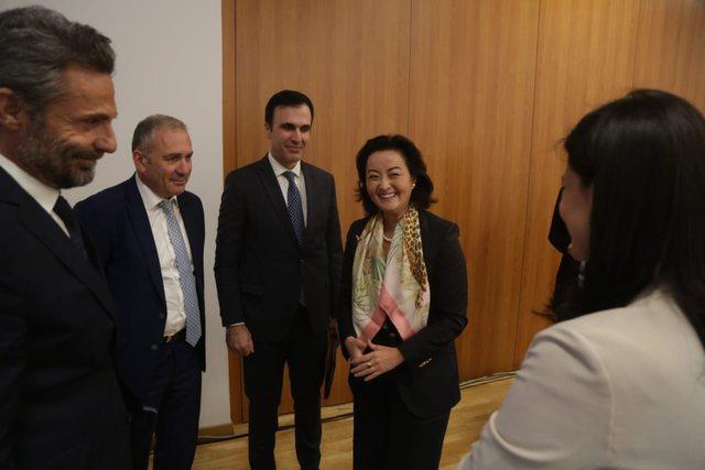Ambasadorja Yuri Kim 'e prerë' me drejtuesit e