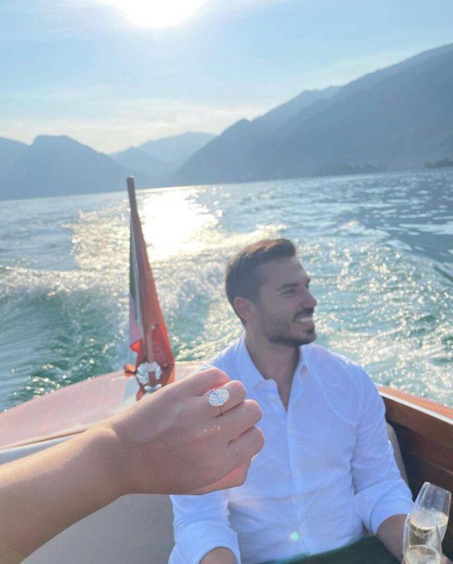 Modelja e njohur shqiptare i jep fund beqarisë, merr propozimin