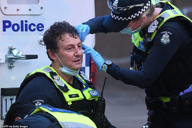 Precipiton keq situata/ Kundërshtuan vaksinimin e detyruar, Policia nuk