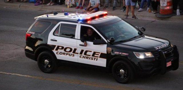 U ndalua për tejkalim shpejtësie, policia habitet me ato