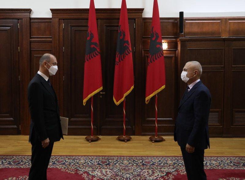 Ambasadori i Serbisë zbarkon në zyrën e Presidentit Ilir Meta