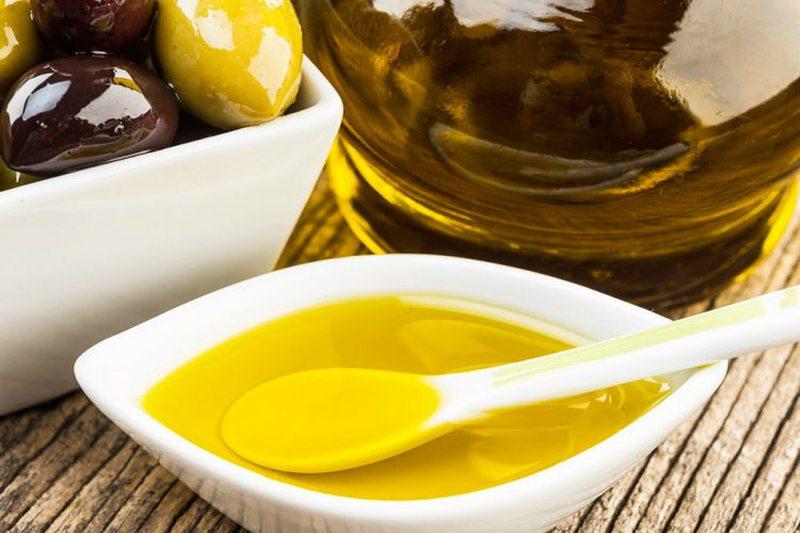 Vaj ulliri me kripë/ Si ta përdorni kundër problemeve me kockat,