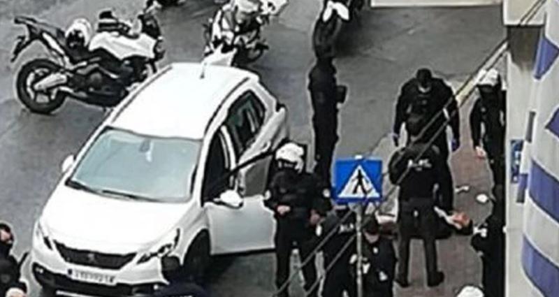 Dalin pamjet/ Panik në Athinë, policia plagos një shqiptar.