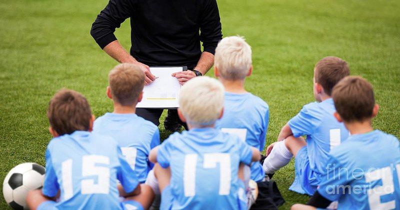 Prindërit zbulojnë skandalin e rëndë/ Trajneri u