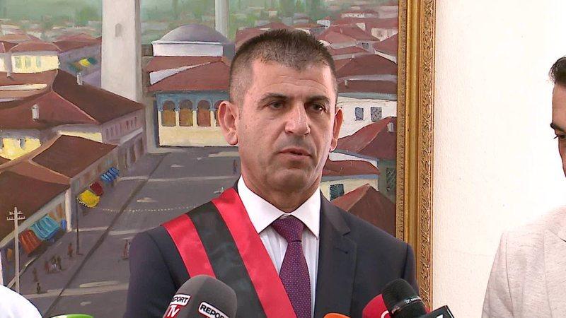 Kthesa e papritur e ish-kryebashkiakut të arratisur, Kajmaku tërhiqet