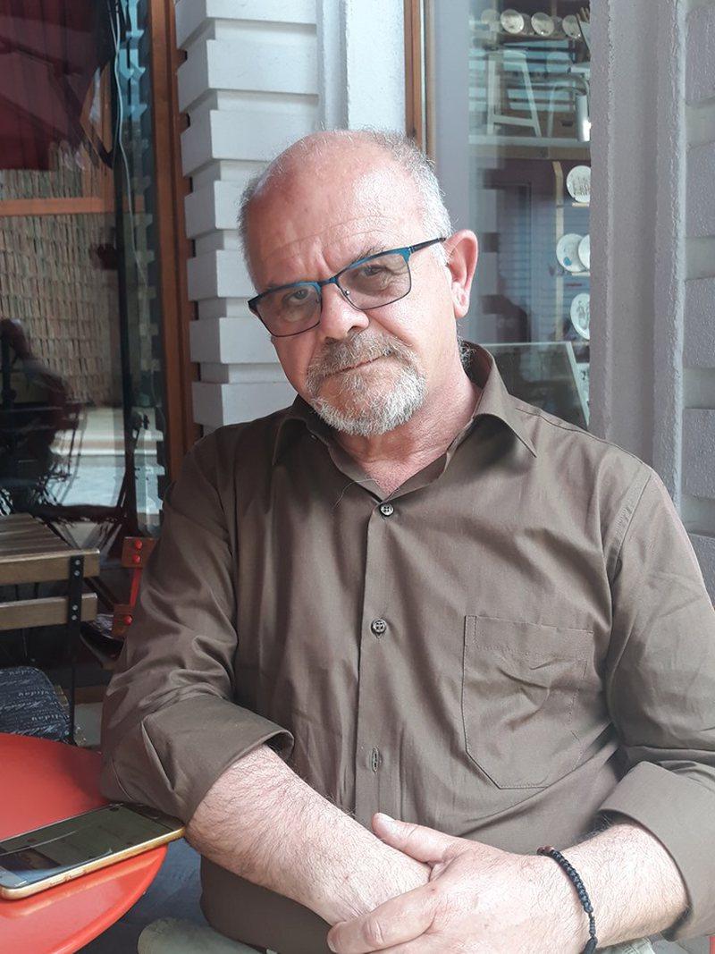 Adrian Devolli:Artistët sakrifikojnë shumë, por prej 30 vitesh