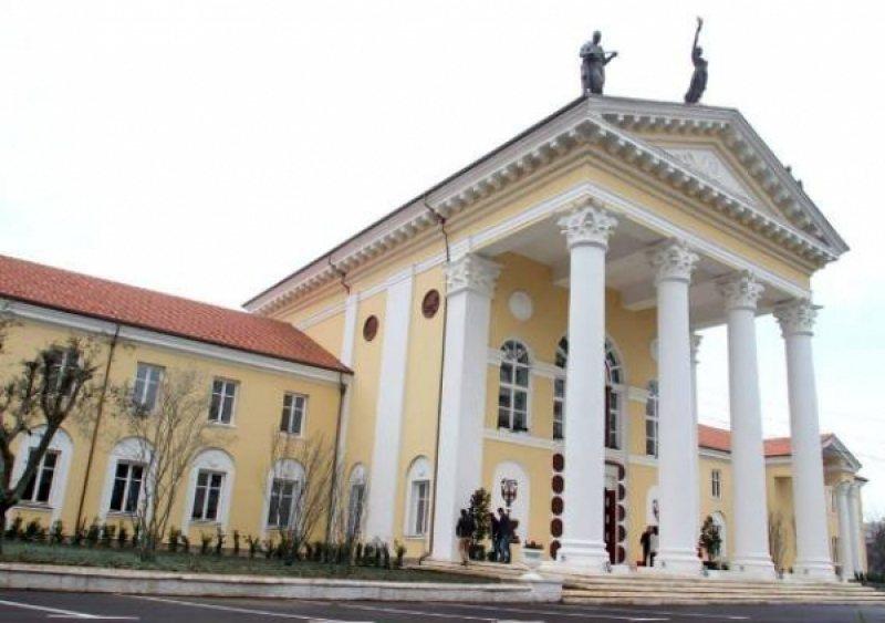 Dramaturgët: Ministria e Kulturës tetë vjet pa një konkurs
