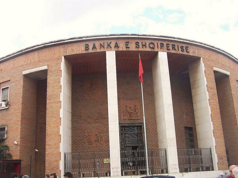 Batërdia e institucioneve jo banka me kreditë, BSH i fut në