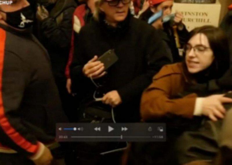 Arrestohet protestuesja, i vodhi laptopin kryetares së Dhomës së