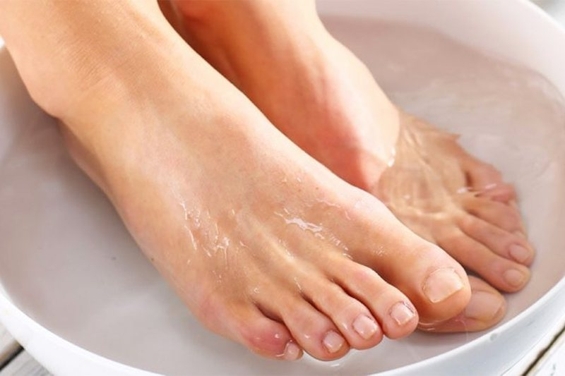 Put your feet in warm soda water before bed and you will be surprised by what