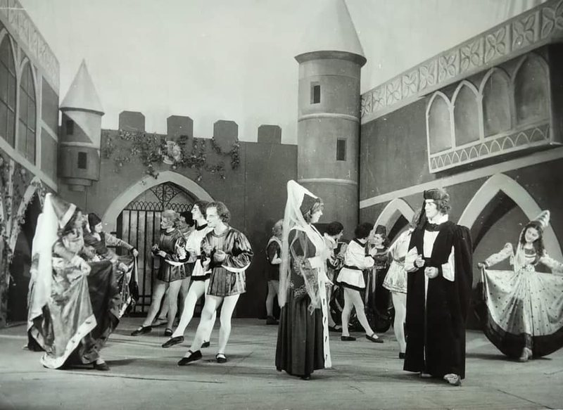 """TKOB: Vepra """"Esmeralda"""", në skenë më 1953 nga grupi i"""