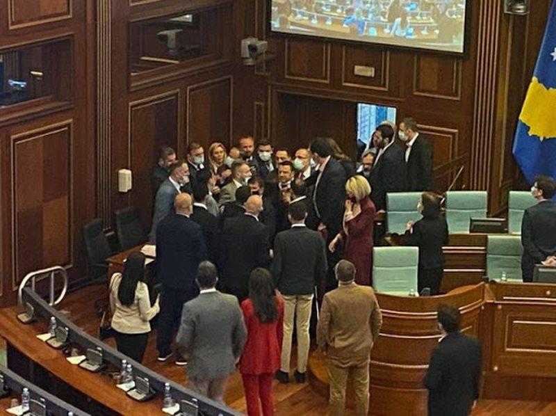 Tensione dhe përplasje në Parlamentin e Kosovës, deklaratat e