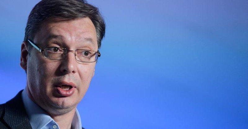 Vuçiç dekoron mbështetësit e Millosheviç, reagon