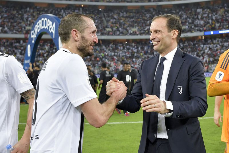 Alegri nis lëvizjet tek Juventusi, telefon tre lojtarë të