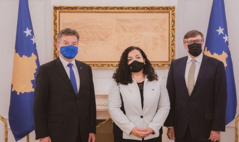 Takimet në Prishtinë, zbulohet kërkesa e Vjosa Osmanit për