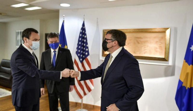Lajçak dhe Palmer takime me zyrtarët në Prishtinë, Kurti: