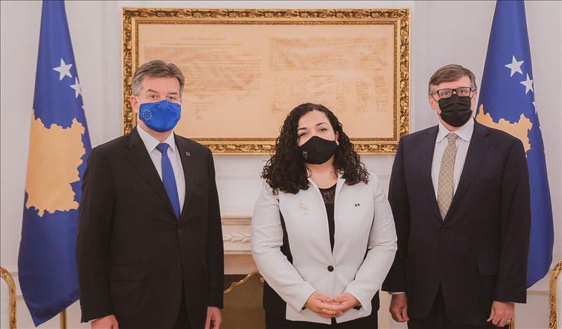 Palmer dhe Lajçak nisin vizitën në Kosovë, vënë