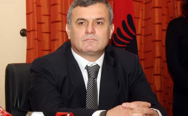 Larg duart nga Shkolla Tregtare- shkolla simbol e Vlorës!