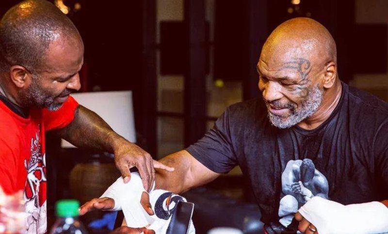 Në moshën 54-vjeçare, rikthehet në ring legjenda e boksit