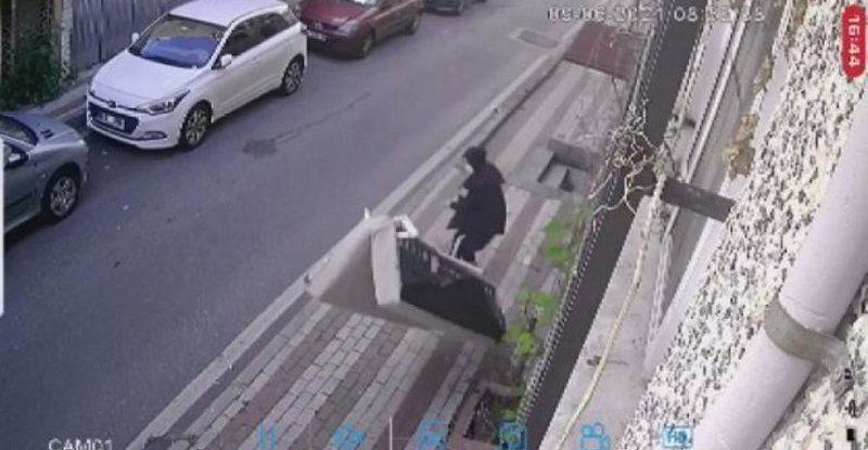 Video që po 'thyen' rrjetin/ Hodhi divanin nga dritarja e