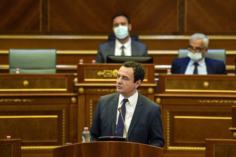 Kurti jep sqarime në Kuvend para takimit me Vuçiç, debate dhe