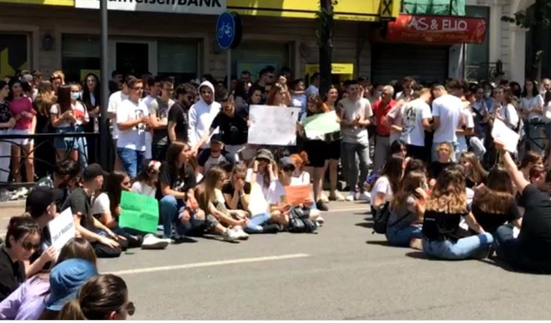Mbyllet protesta për provimin e matematikës, maturantët