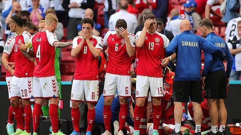 Futbolli shpërthen në lot për Eriksen-in pas atakut kardiak,