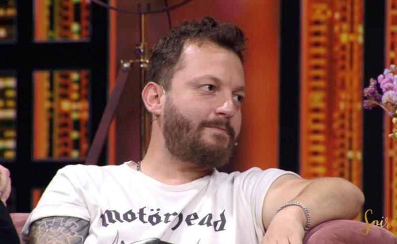 """""""E dua shumë"""", këngëtari i njohur shqiptar emocionin"""