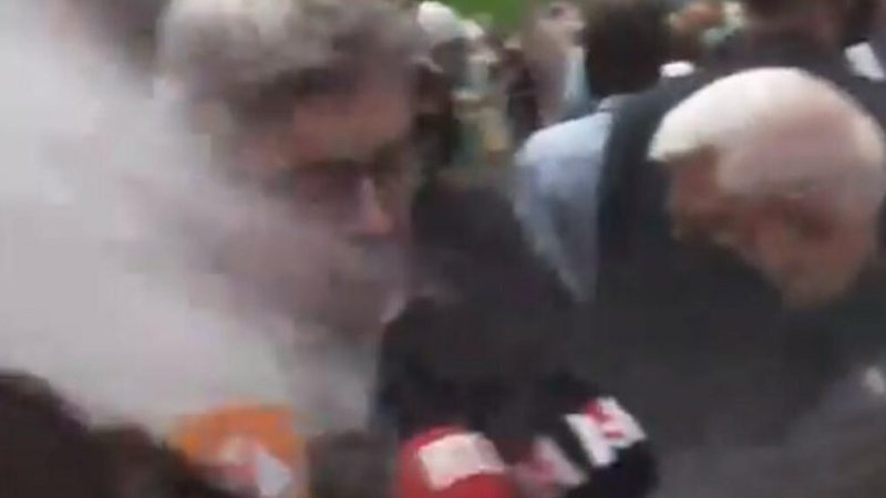 Ndodh incidenti i PAPRITUR/ Qytetari i hedh miell në fytyrë
