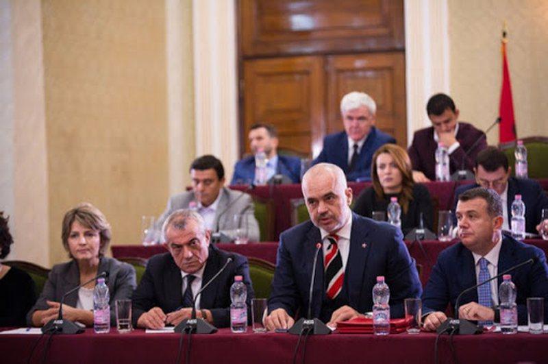 Rama jep sinjalet e para për qeverinë e re, 9 ministra rrezikojnë