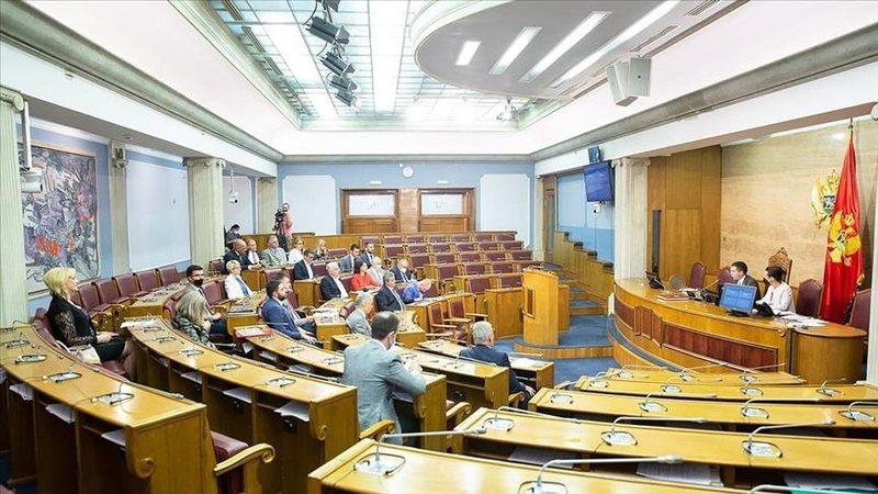 Qeveria e Malit të Zi drejt rënies, Frontit Demokratik braktis