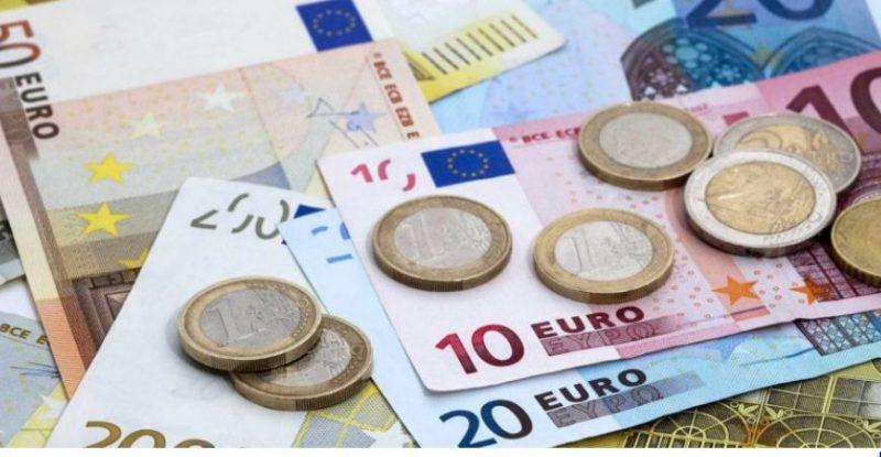 Euro sërish në rënie, shënonnivelin më të