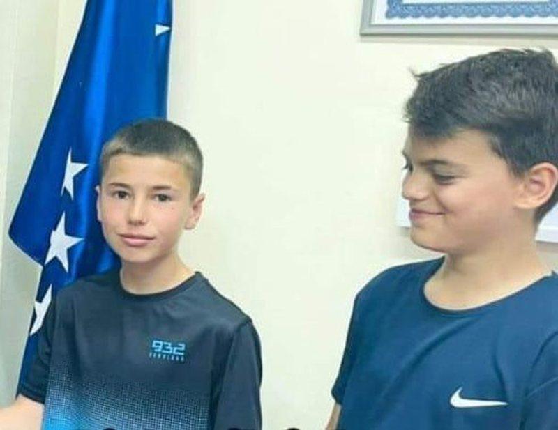 Gjejnë një portofol të mbushur me euro, dy fëmijët