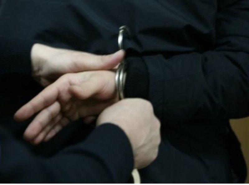 14 vjeçarja shqiptare bëhet nënë, policia arreston babain