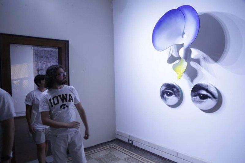 """""""I VEGGENTI"""", ekspozita e artit bashkëkohor me artistët"""