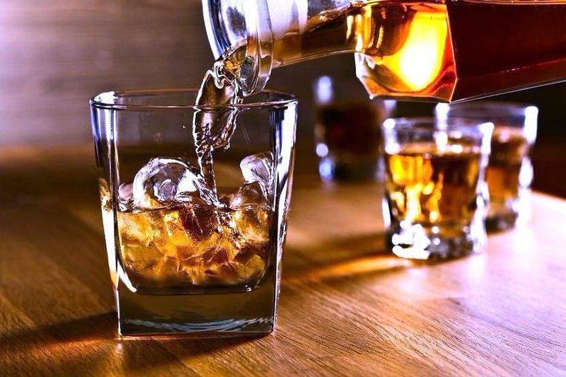 Befason studimi më i ri: Pini nga pak alkool, se ju bën mirë