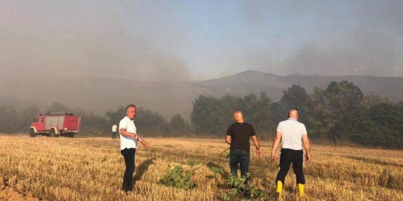 Zjarret masive nuk kursejnë as Kosovën, shkrumbohet shtëpia