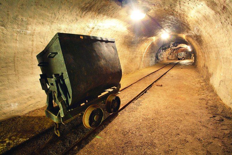 90 naftëtarë, minatorë dhe metalurgë përfitojnë