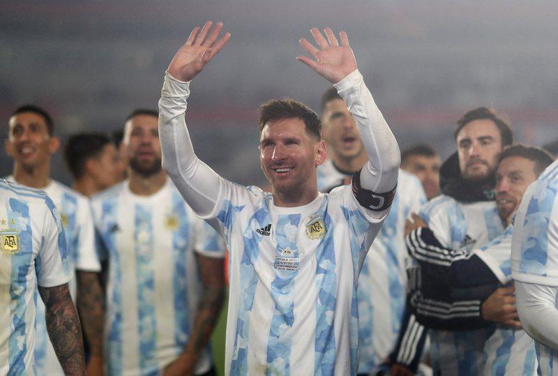 Mesi mes lotësh, theu rekordin e legjendarit Pele, dominon futbollin