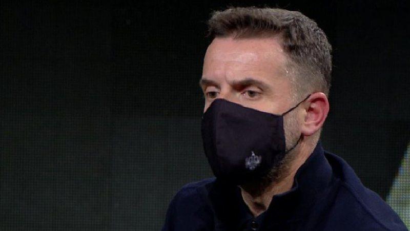 Erion Braçe thumbon deputetët pa maskë në Kuvend: Mesazhi